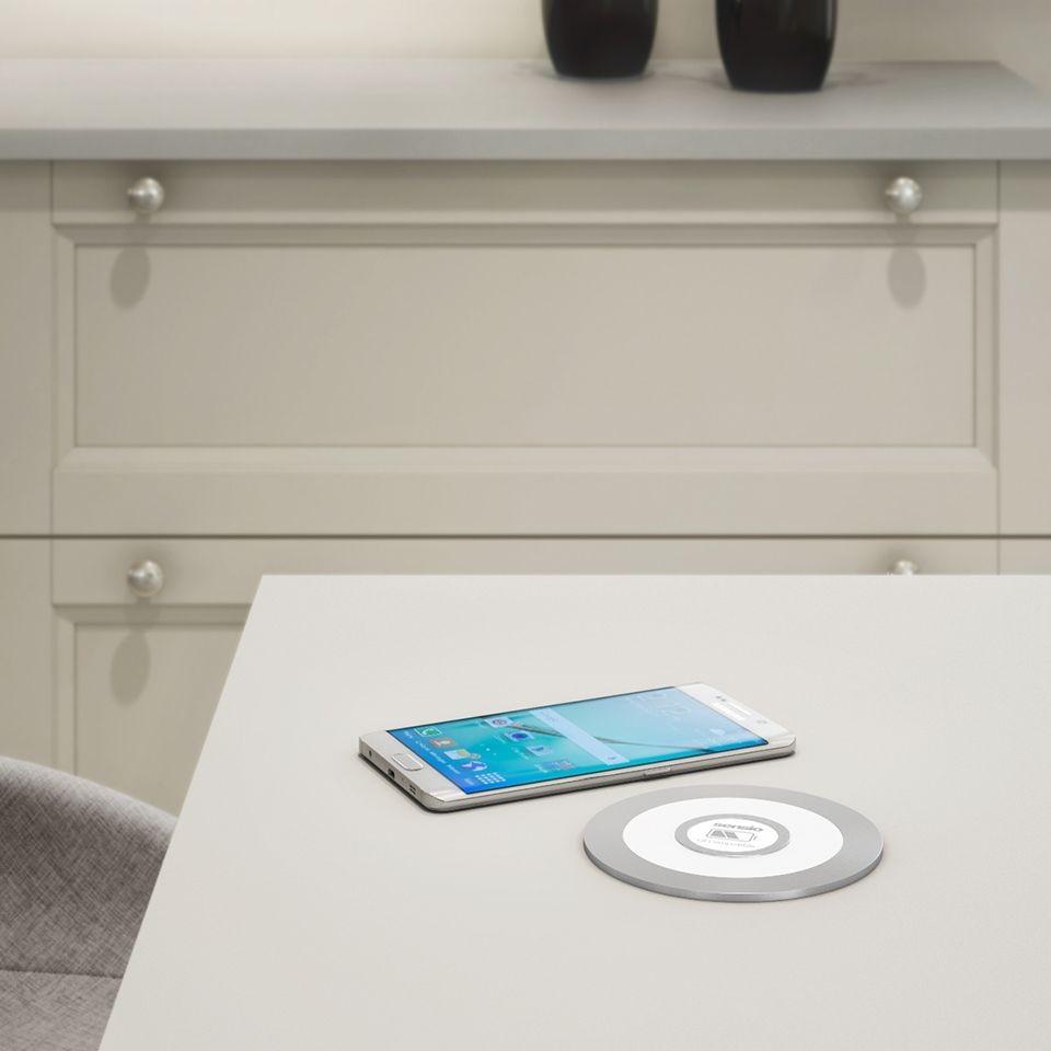 Brezžični polnilec za mobitel SENSIO QI – Vedno poln energije